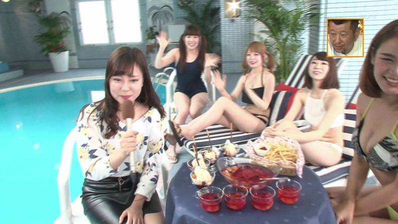 【お宝キャプ画像】バコバコプール開きとか言うコーナーで美女達が水着姿で色々やらされてるぞw 01