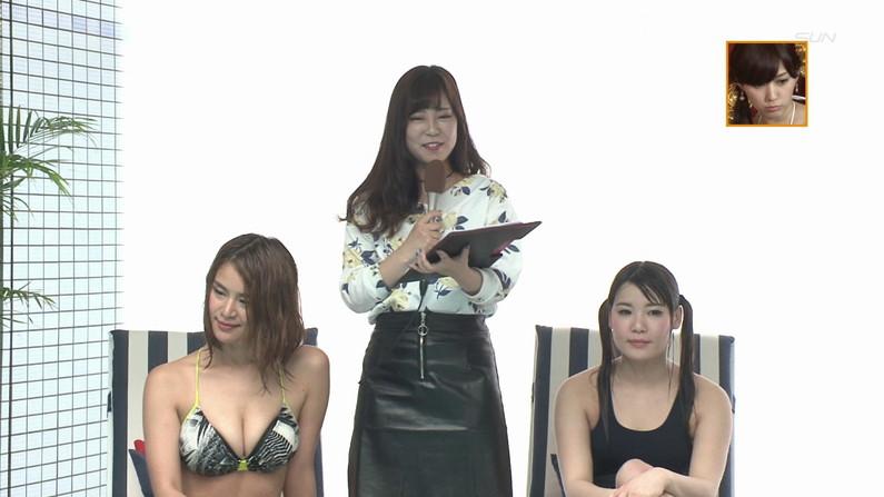 【お宝キャプ画像】バコバコプール開きとか言うコーナーで美女達が水着姿で色々やらされてるぞw 35