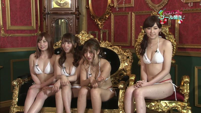 【お宝キャプ画像】バコバコプール開きとか言うコーナーで美女達が水着姿で色々やらされてるぞw 37