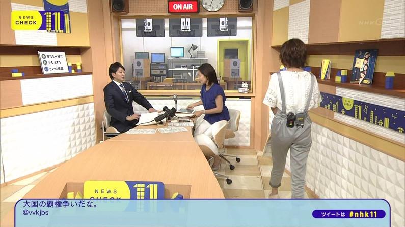 【お尻キャプ画像】ぷっりぷりのピタパンお尻がテレビに映ってるぞw 09