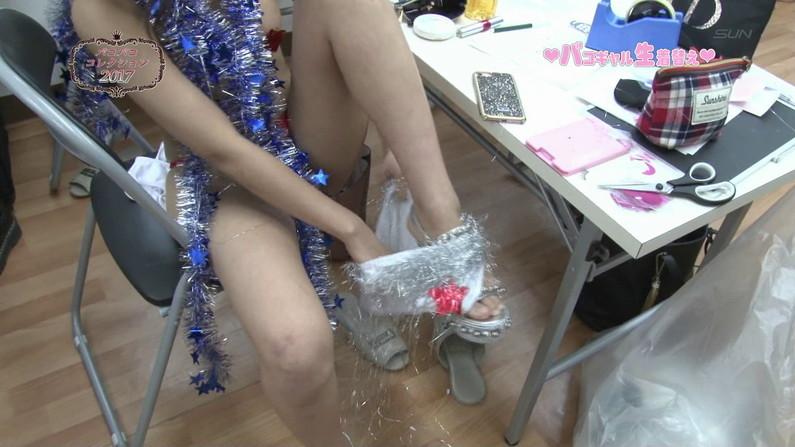 【お宝エロ画像】ケンコバのバコバコTVで美女達の生着替え!あわや乳首ポロリか!?w 16