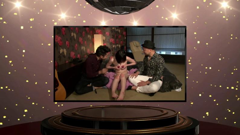 【お宝エロ画像】ケンコバのバコバコTVで美女達の生着替え!あわや乳首ポロリか!?w 21