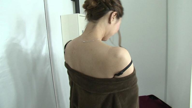 【お宝エロ画像】ケンコバのバコバコTVで美女達の生着替え!あわや乳首ポロリか!?w 55