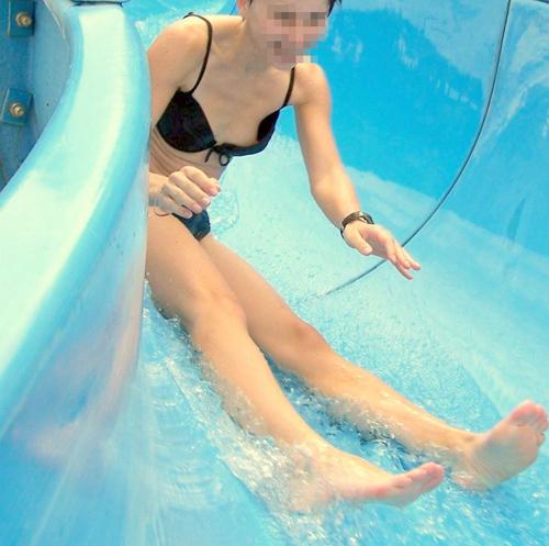 【ハプニングエロ画像】水着から色んなものがはみ出しちゃってる女の子達w 21
