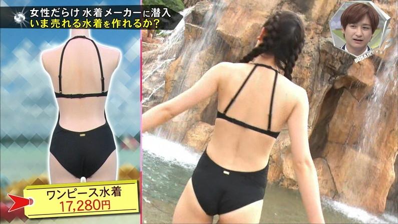 【お尻キャプ画像】水着が食い込み過ぎたエロいハミ尻のタレント達がテレビに映りまくりw 20