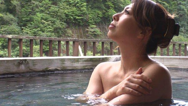 【温泉キャプ画像】皆さん温泉レポする時ハミ乳させるのがルールなんですか?ww 13