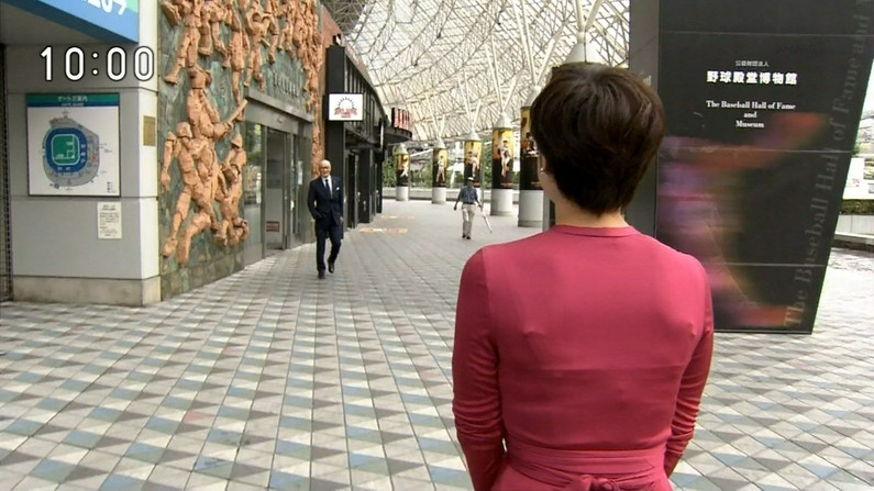 【透けブラキャプ画像】テレビなのに思いっきりブラジャー透けてる衣装着てるタレント達w 13