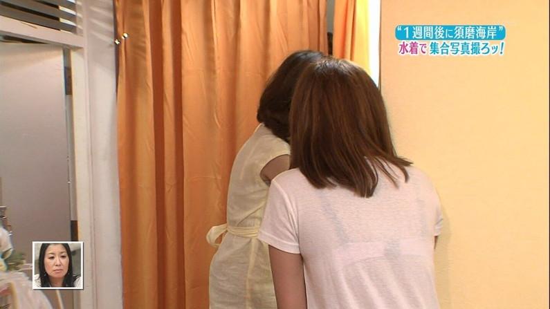 【透けブラキャプ画像】テレビなのに思いっきりブラジャー透けてる衣装着てるタレント達w 17
