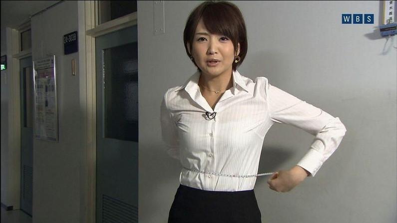 【透けブラキャプ画像】テレビなのに思いっきりブラジャー透けてる衣装着てるタレント達w 18
