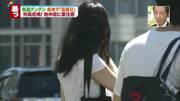 【透けブラキャプ画像】テレビなのに思いっきりブラジャー透けてる衣装着てるタレント達w 21