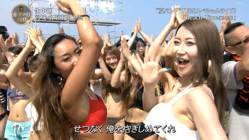 【水着キャプ画像】今年もエロい水着着た素人美女が映りまくりww 22