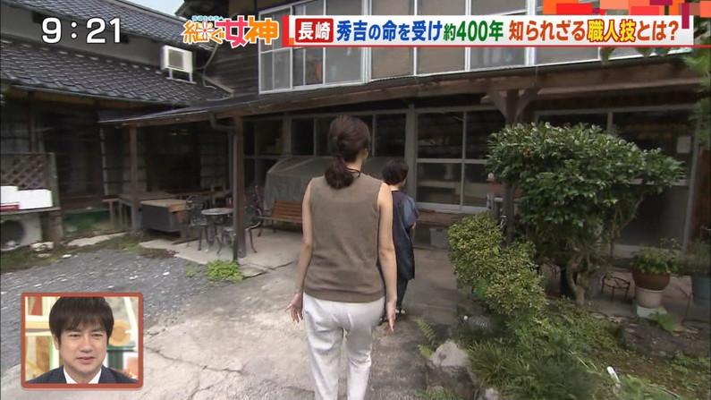 【お尻キャプ画像】テレビでタレント達がパンツラインまで見えちゃうピタパン履いてるぞw 22