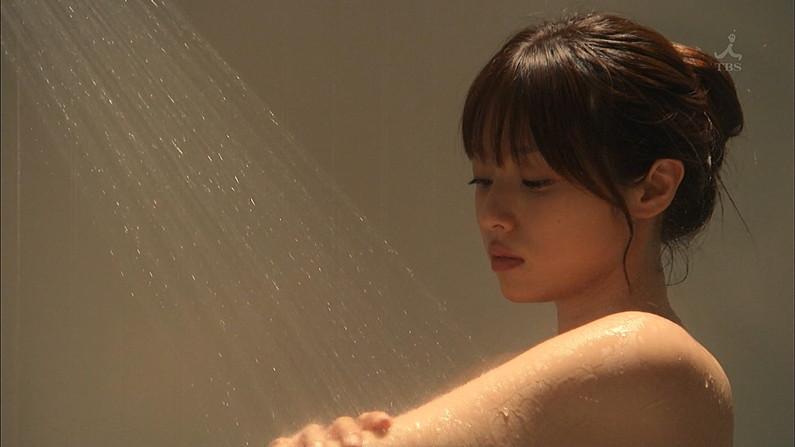 【温泉キャプ画像】温泉レポでいつもバスタオルからオッパイはみ出しそうになってるタレント達w 12