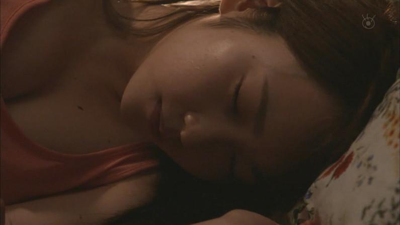 【寝顔キャプ画像】寝顔見てたら夜這い仕掛けたくなるタレント達の可愛い寝顔w 05