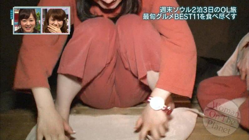 【マン筋キャプ画像】食い込み過ぎてマ〇コの割れ目がはっきりテレビに映っちゃってるよww 22