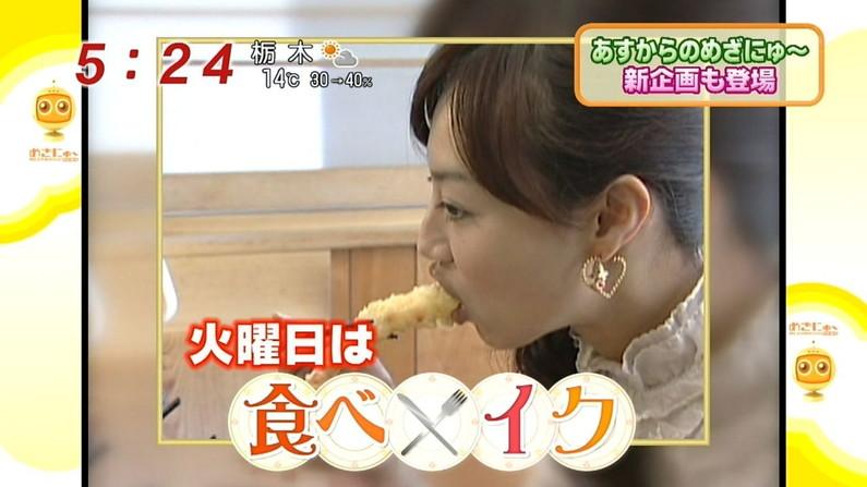 【疑似フェラキャプ画像】どうしても卑猥な目で見てしまうタレント達の食レポw 10