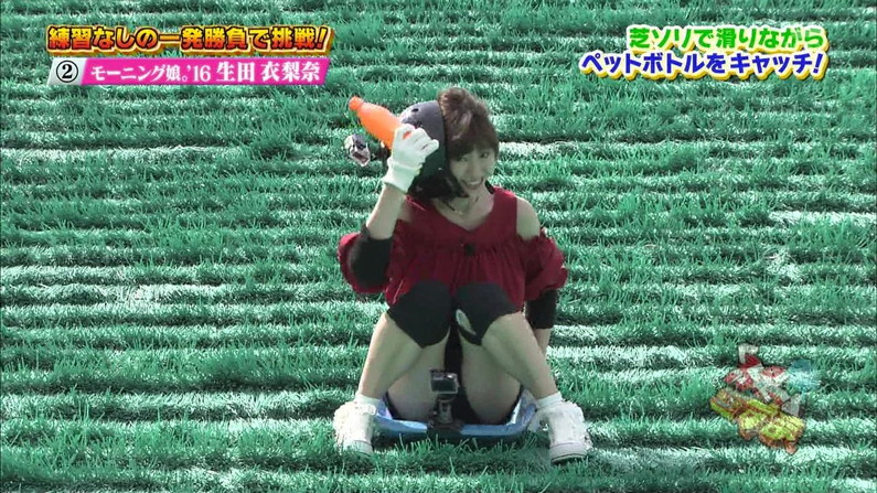 【ハミマンキャプ画像】カメラの前なのに思いっきりお股広げちゃう美女達w 03