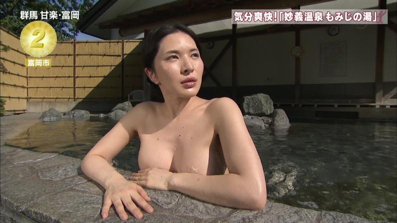 【温泉キャプ画像】ここまでオッパイ見えてたらやっぱりポロリ期待する温泉レポw