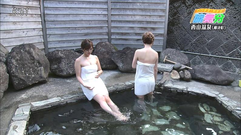 【温泉キャプ画像】美人タレントの谷間が気になる温泉レポがめちゃエロw 11