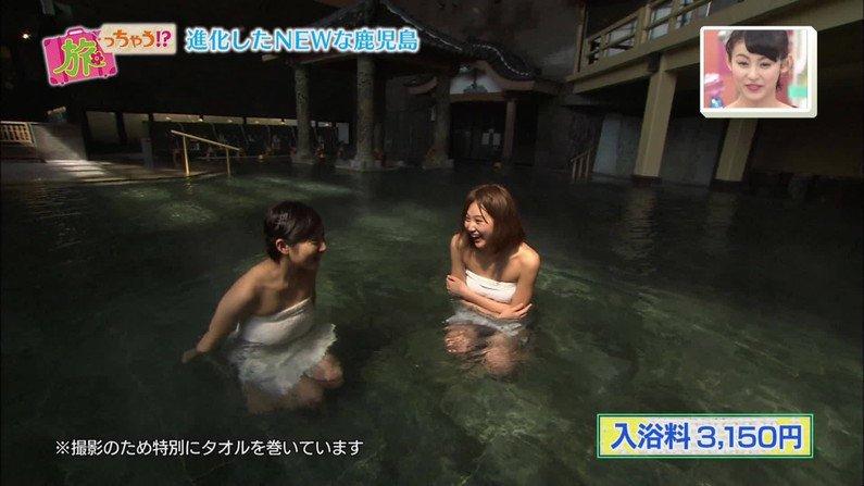 【温泉キャプ画像】美人タレントの谷間が気になる温泉レポがめちゃエロw 17