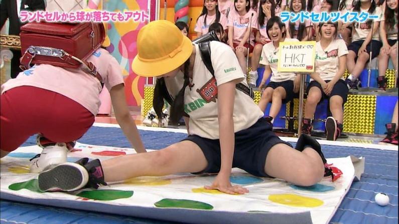 【太ももキャプ画像】タレントの生足もいいけど、パンスト履いてる脚もエロいなぁw 14
