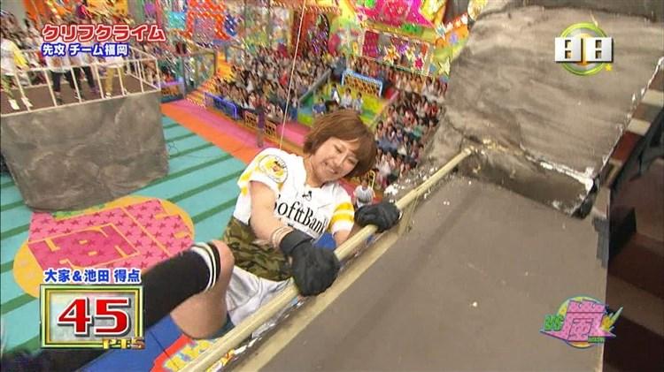 【太ももキャプ画像】タレントの生足もいいけど、パンスト履いてる脚もエロいなぁw 16
