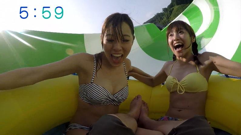 【水着キャプ画像】ビキニからこぼれ落ちそうな大きなオッパイがテレビに映りまくりw 24