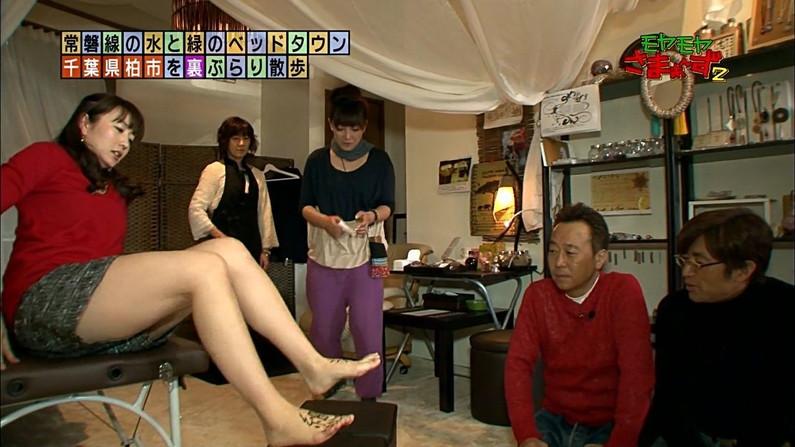 【足裏キャプ画像】どんな匂いか少し気になる女性タレントの足の裏ww 23
