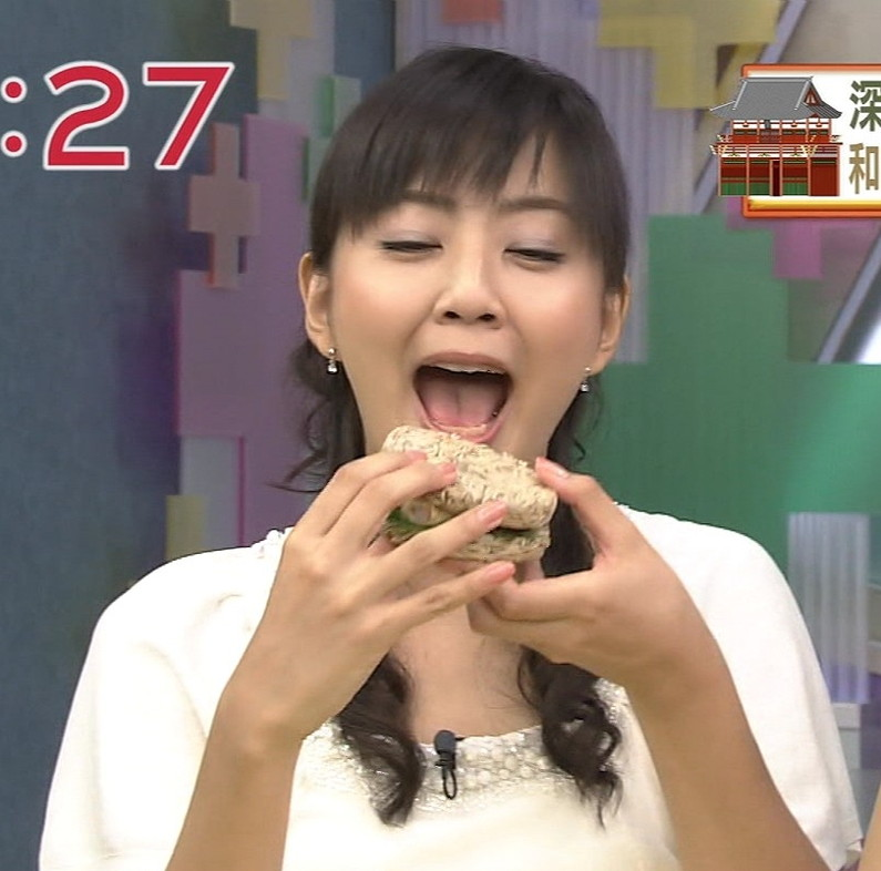 【疑似フェラキャプ画像】女性タレントが食レポしてる時ってどうしてこんなにエロい顔に見えるんだろうな?w 01