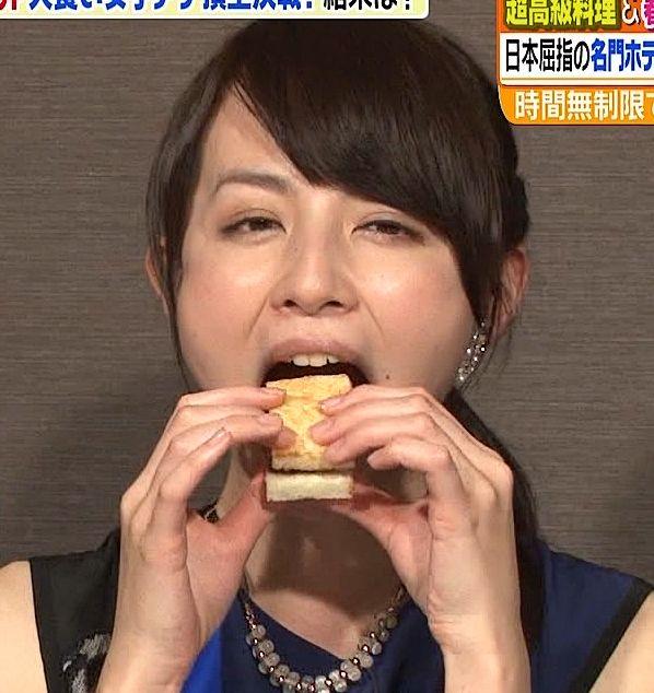 【疑似フェラキャプ画像】女性タレントが食レポしてる時ってどうしてこんなにエロい顔に見えるんだろうな?w 03