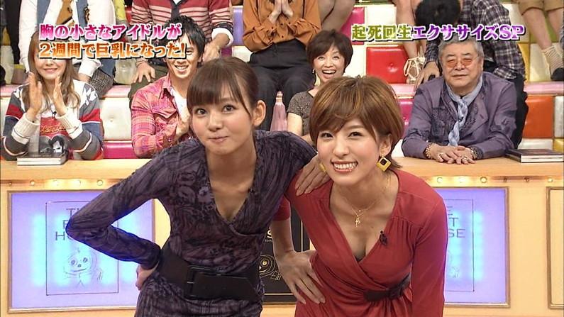 【胸ちらキャプ画像】テレビなのに谷間見えすぎてるタレント達w 14