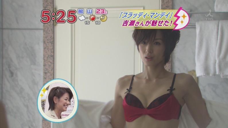 【下着キャプ画像】下着姿でテレビに出てくる美女達ってエロ目線でしか見れないよなw 01