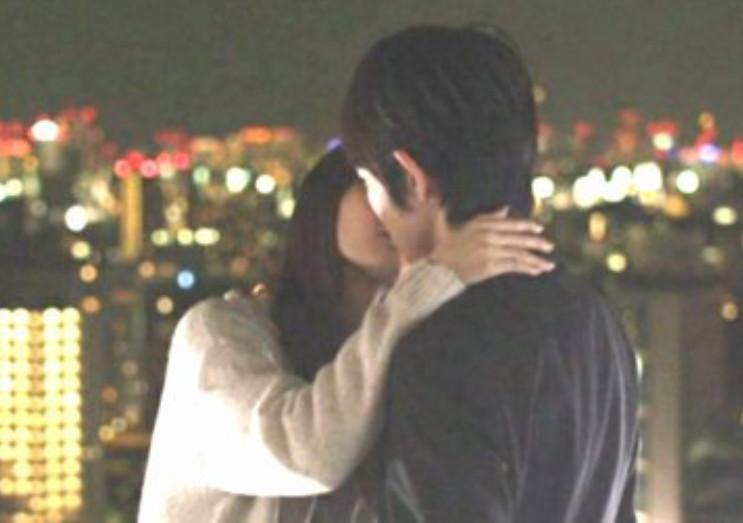 【キスキャプ画像】こんな美女と濃厚なキスしてるだけで勃起が収まらなくなりそうだなw 12