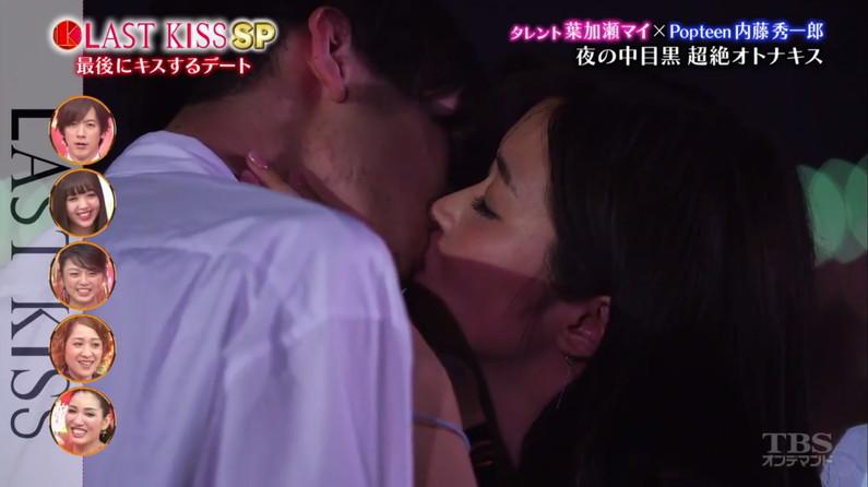 【キスキャプ画像】こんな美女と濃厚なキスしてるだけで勃起が収まらなくなりそうだなw 24