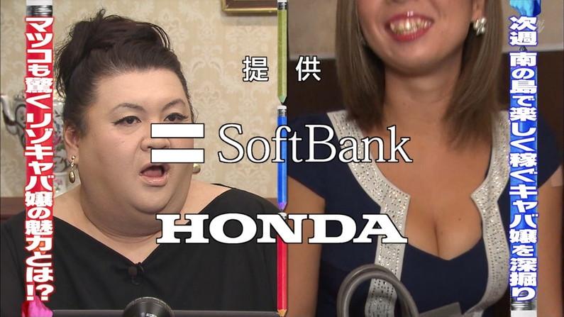 【胸ちらキャプ画像】谷間全開でテレビに映る美人タレント達w 04