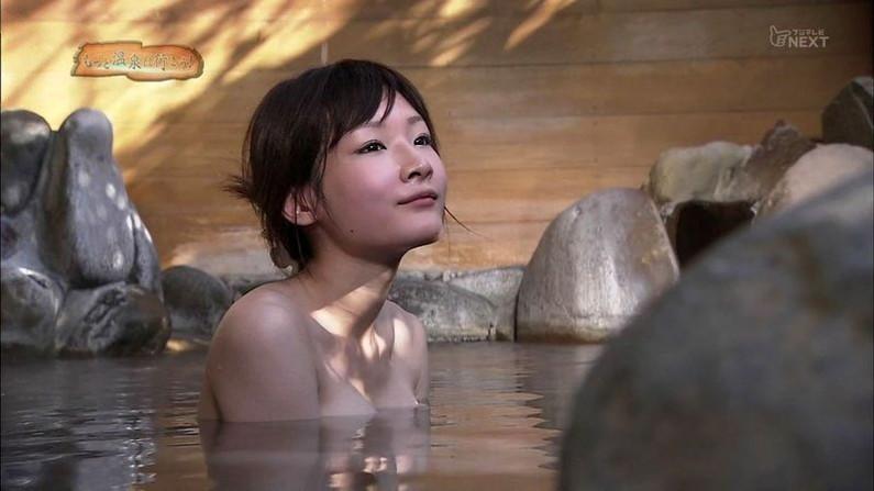 【温泉キャプ画像】温泉レポでこんなにオッパイ露出されたらオッパイしか見れなくなるよなw 20