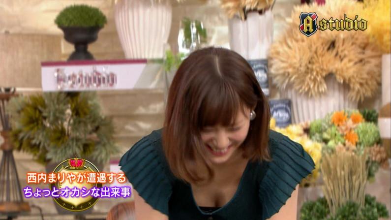 【胸ちらキャプ画像】乳首まで見えそうなくらい胸ちらしちゃってるタレント達ww 07