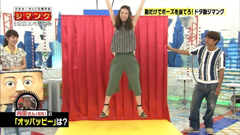 【脇キャプ画像】ノンスリーブ着て脇マンコ全開に見せつけるタレント達w 04