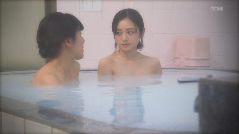 【温泉キャプ画像】美女のエロい入浴シーンが見れるから旅番組は見逃せないよなww 11