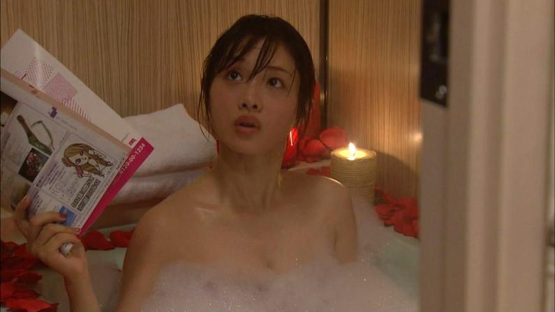 【温泉キャプ画像】美女のエロい入浴シーンが見れるから旅番組は見逃せないよなww 12