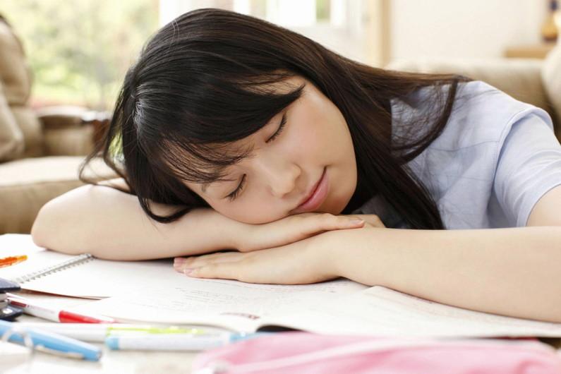 【寝顔キャプ画像】女子アナやアイドル達の寝顔が可愛すぎるんですけどw 24