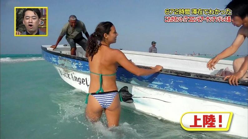 【お尻キャプ画像】テレビで美女の水着からお尻が思いっきりハミ尻してるんだけどww 03