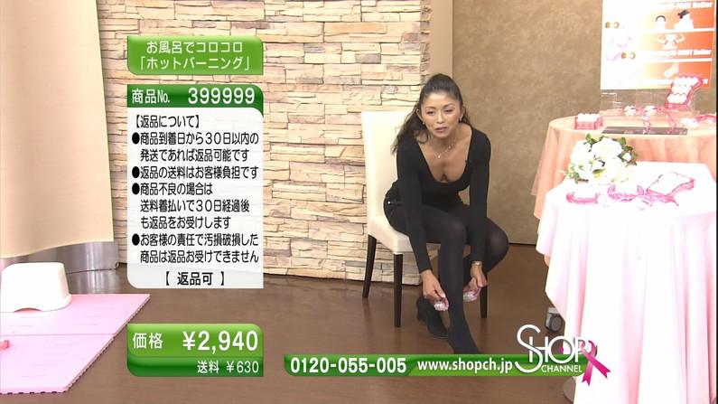 【胸ちらキャプ画像】テレビで谷間の奥の方まで見せてくれるタレント達w 03