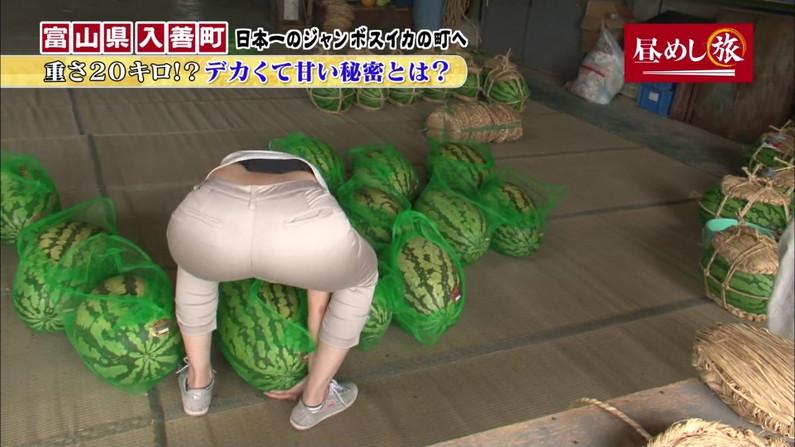 【お尻キャプ画像】パンツラインまでくっきり見えてるブリブリのお尻がテレビに映ってるw 10
