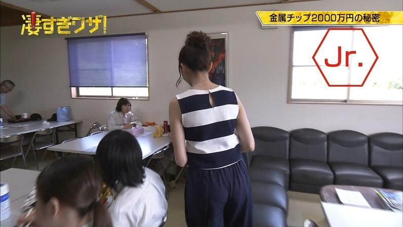 【お尻キャプ画像】パンツラインまでくっきり見えてるブリブリのお尻がテレビに映ってるw 11