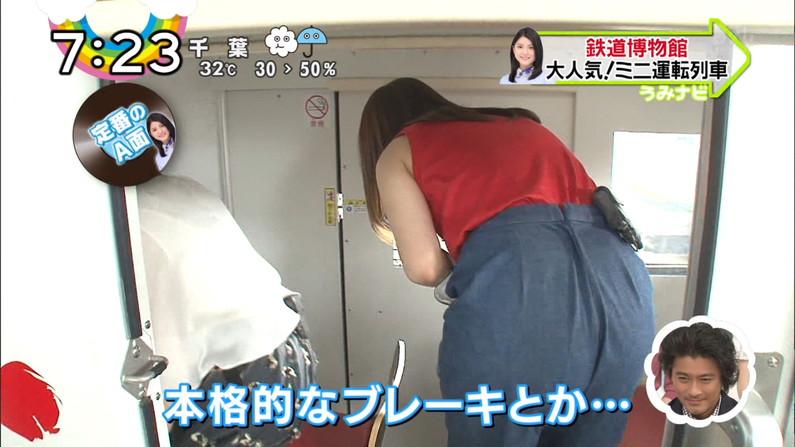 【お尻キャプ画像】パンツラインまでくっきり見えてるブリブリのお尻がテレビに映ってるw 20