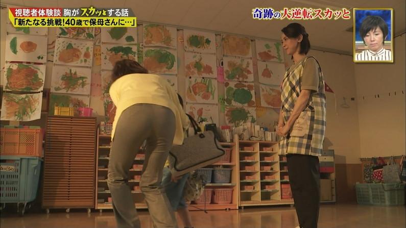 【お尻キャプ画像】パンツラインまでくっきり見えてるブリブリのお尻がテレビに映ってるw 21
