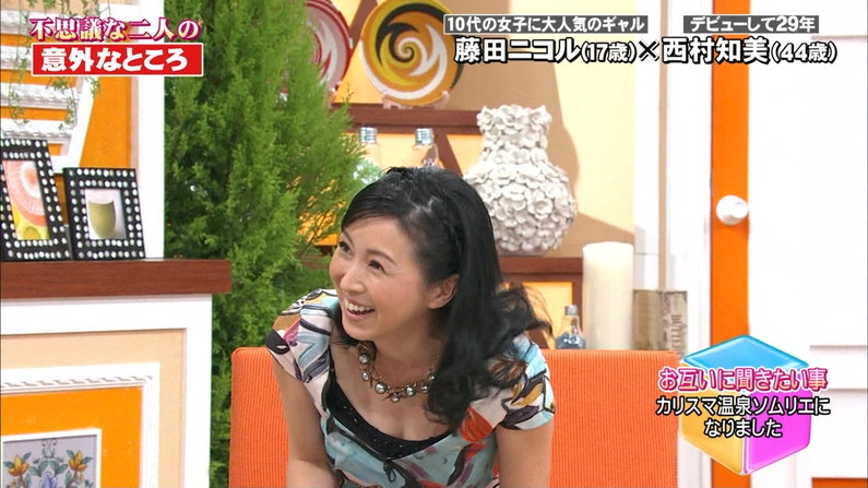 【胸ちらキャプ画像】テレビなのに谷間見えすぎなタレント達w 01