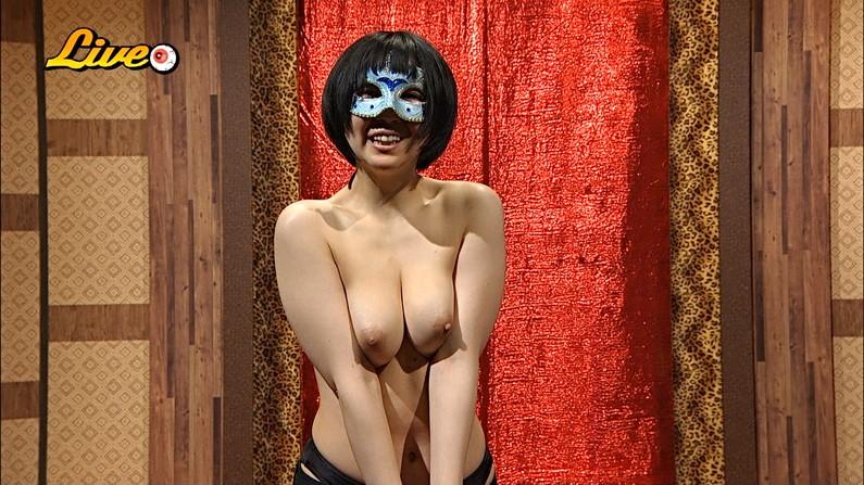 【オッパイキャプ画像】テレビなのに思いっきり乳首までモロ見せしちゃってるよww 03