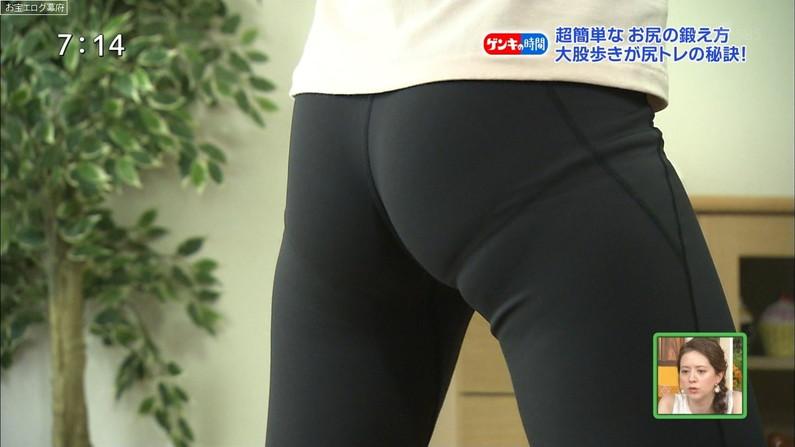 【お尻キャプ画像】テレビでタレントさんのパンツラインめっちゃ見えてるんだけどw